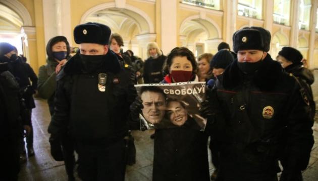В Петербурге вышли на пикеты за Навального, есть задержанные