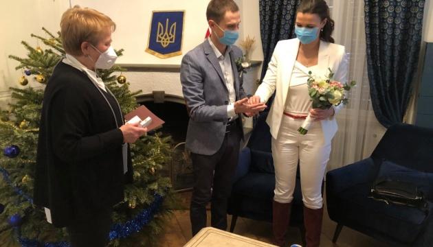 У посольстві в Швейцарії уклали перший шлюб за останні 5 років