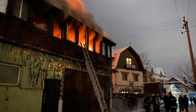 У Києві горів житловий будинок