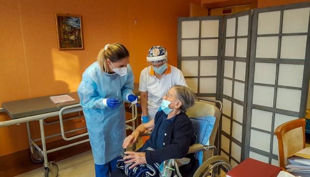 В Італії вакцину отримала 108-річна жінка, яка стала найстаршою з усіх щеплених