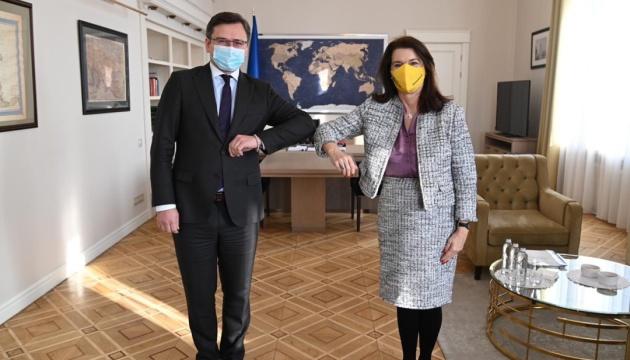 Украина рассчитывает на помощь Швеции по переговорам в ТКГ - Кулеба