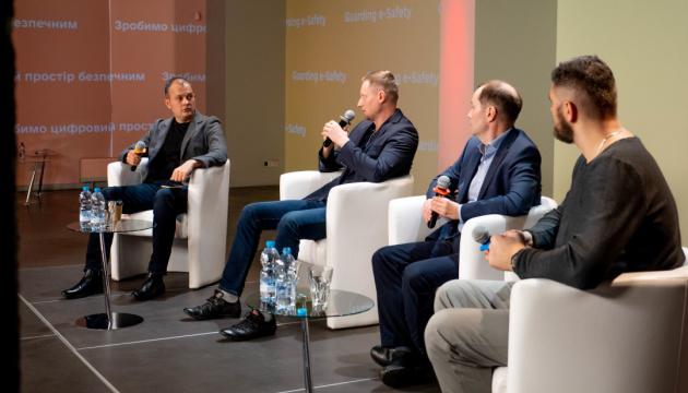 Як створити безпечні умови для українців в онлайн? Мінцифра та МВС провели міжнародну конференцію