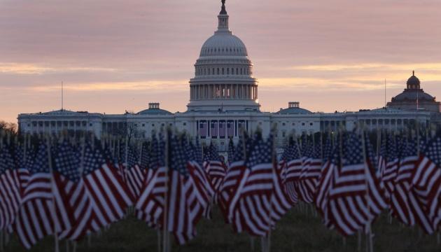 Перед інавгурацією Байдена у Вашингтоні встановили 200 тисяч прапорів
