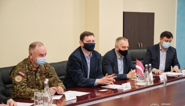 Латвія готова й надалі приймати на реабілітацію українських воїнів - посол