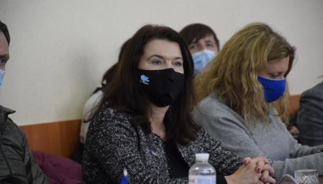 Presidenta en ejercicio de la OSCE expresa su apoyo a Ucrania durante su visita al Donbás
