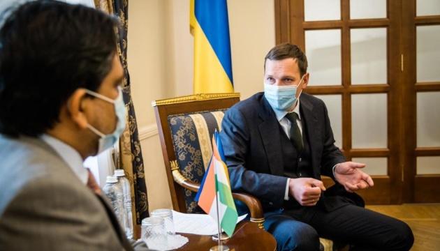 Yenin, Indian ambassador discuss development of political contacts between two countries