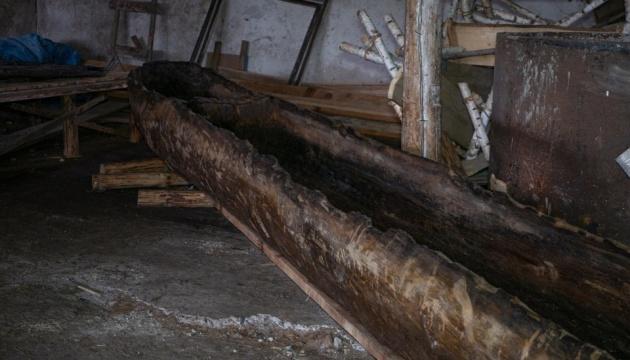Як дбають про знайдений на Житомирщині старовинний човен
