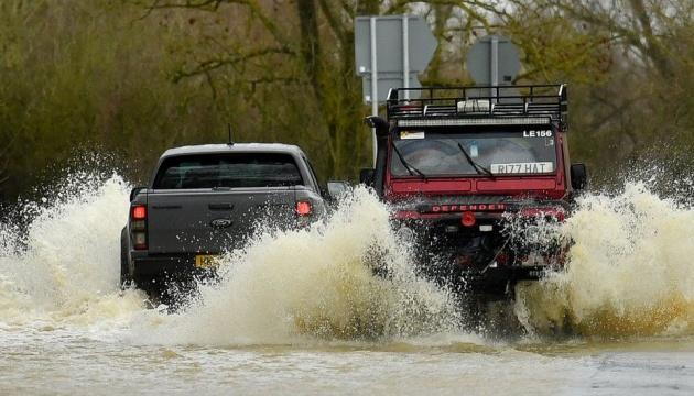Шторм «Кристоф» принес в Британию наводнения и снег: эвакуировали тысячи людей