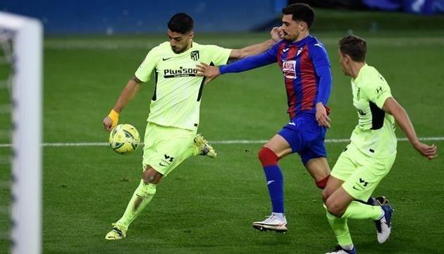 «Атлетико» минимально обыграл «Эйбар» благодаря дублю Суареса