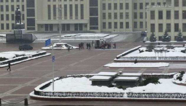 В Минске у Дома правительства человек совершил самоподжог