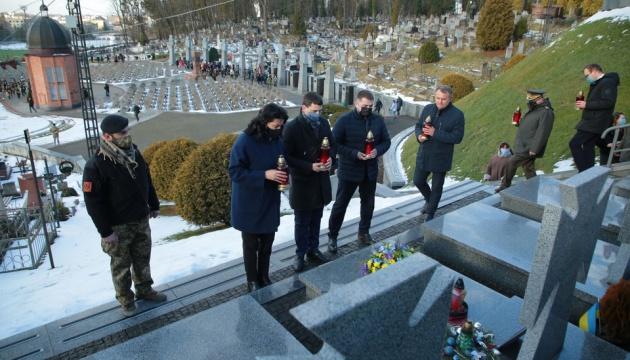 У День Соборності на Личаківському цвинтарі вшанували пам'ять Героїв