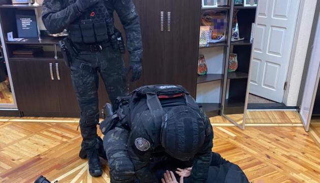 На Харьковщине за прикрытие незаконных вырубок задержали подполковника полиции