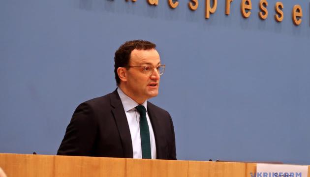 Очільник МОЗ Німеччини зробив щеплення вакциною AstraZeneca