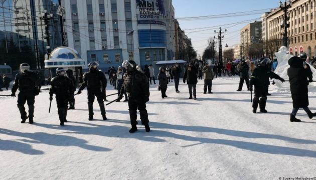 В России начались первые задержания во время акций в поддержку Навального