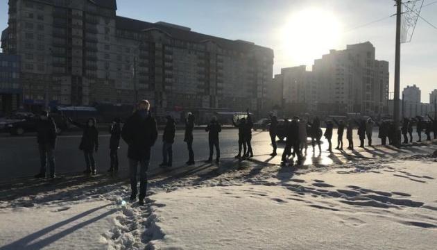 Во время протестов в Беларуси задержали уже около ста человек