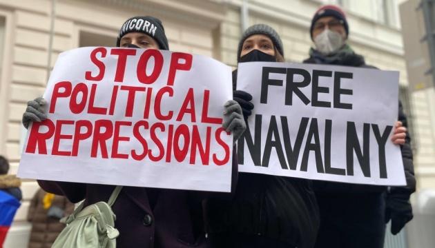 У Відні пікетували посольство РФ з вимогою звільнити Навального
