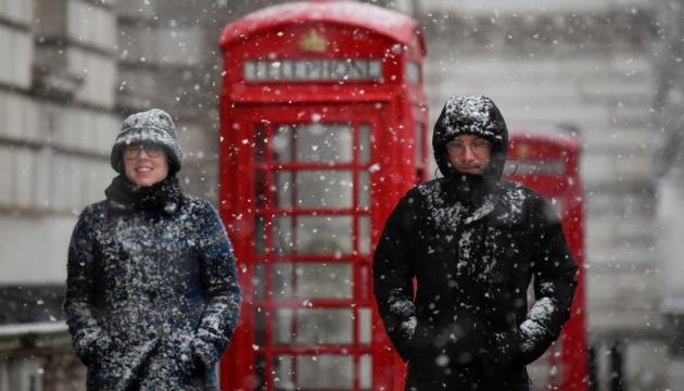 В Великобритании четыре центра вакцинации закрыли из-за снегопада