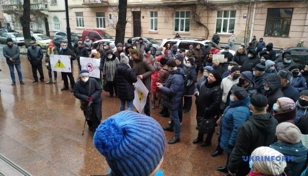 «Тарифные протесты» на Буковине: люди перекрыли две трассы и пикетируют ОГА
