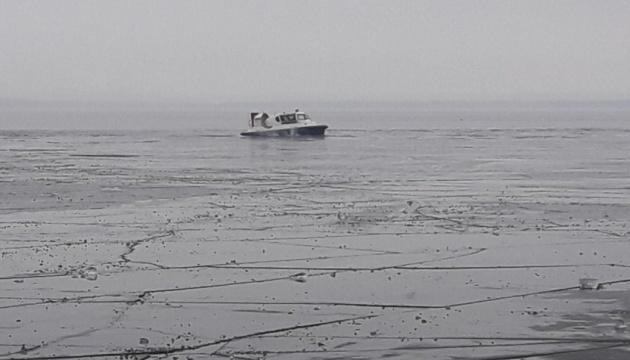 На Днепре под лед провалились двое взрослых и ребенок, под Каневом извлекли тела