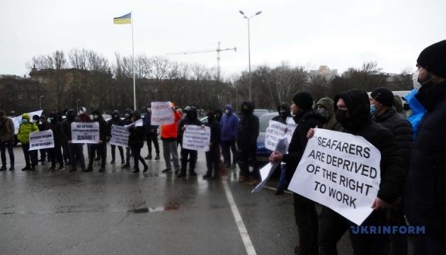 Моряки перекрили трасу Одеса-Київ – пропускають лише «швидкі» та маршрутки