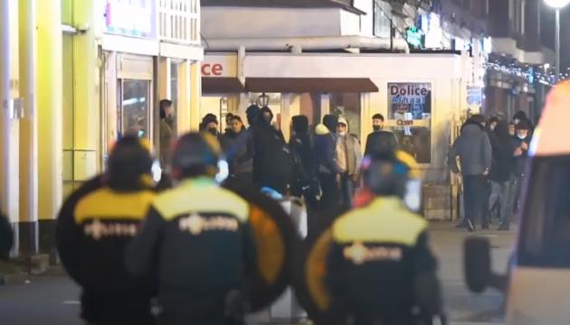 По Нидерландам прокатилась новая волна «карантинных» беспорядков