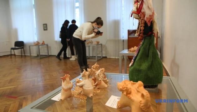 В Харькове открылась выставка художественной керамики «Художественные верлибры»