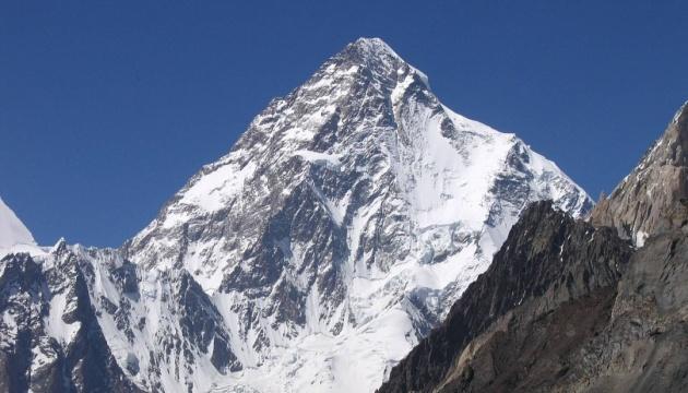 Другу найвищу гору світу вперше підкорили взимку