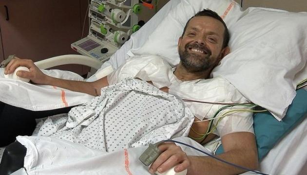 Во Франции впервые в мире провели трансплантацию обеих рук и плеч