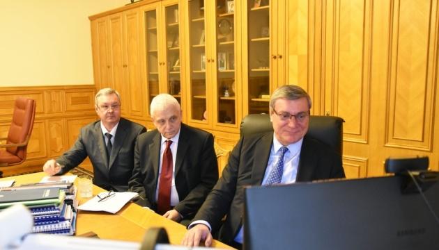 Уруський обговорив з Квін військову-технічну співпрацю України та США