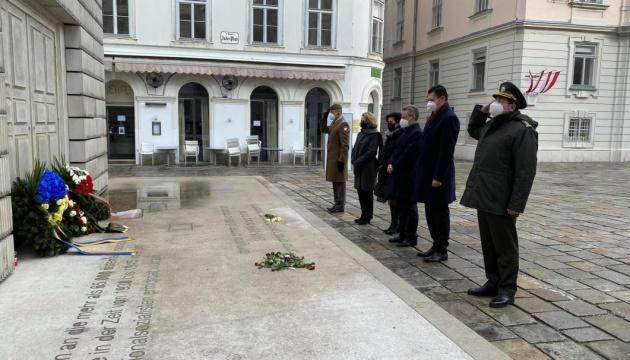 Послы Украины и Польши в Вене почтили память жертв Холокоста
