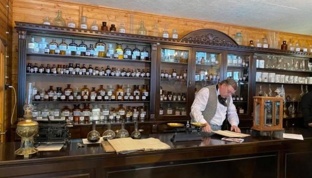 На Львівщині відкрили аптеку-музей винахідника перероблення нафти Йогана Зега
