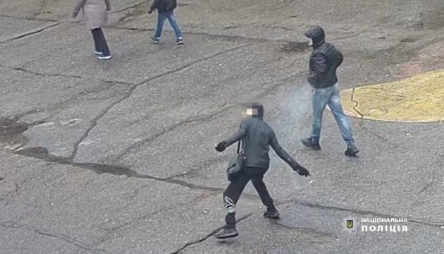 У Нікополі чоловік підірвав вибухівку на території дитсадка