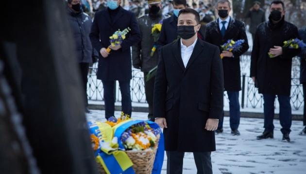 Керівники держави вшанували пам'ять героїв Крут