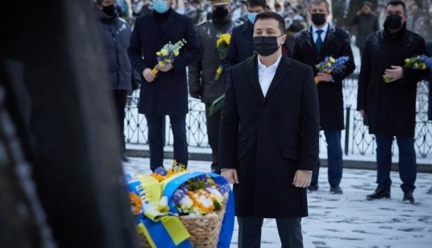 Los líderes estatales honran la memoria de los héroes de Kruty