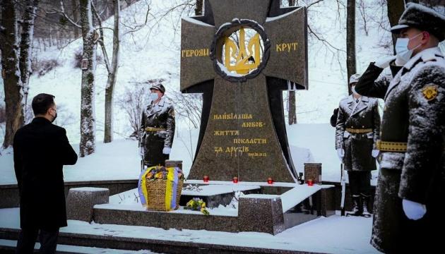 Зеленский о годовщине Крут: для Украины теперь и более ста лет назад угроза одинакова