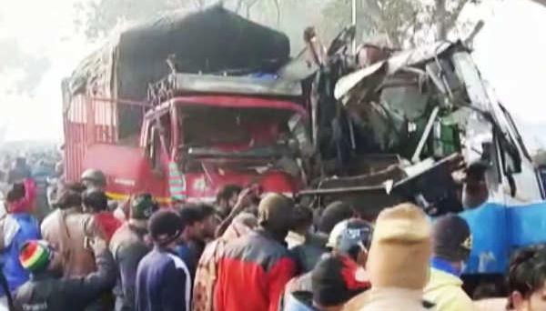 В Індії через туман автобус зіткнувся з вантажівкою - десять загиблих