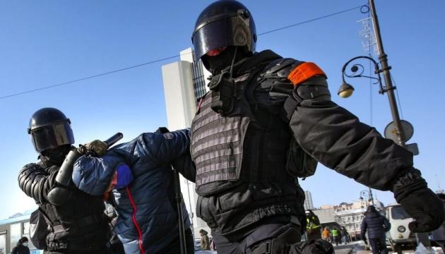 Електрошокер, кийки і табельна зброя: жорстокість ОМОНу на протестах в РФ