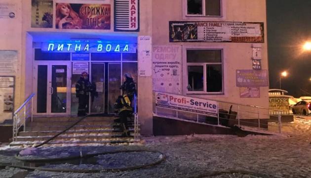 На столичной Троещине горел ТЦ, есть погибший