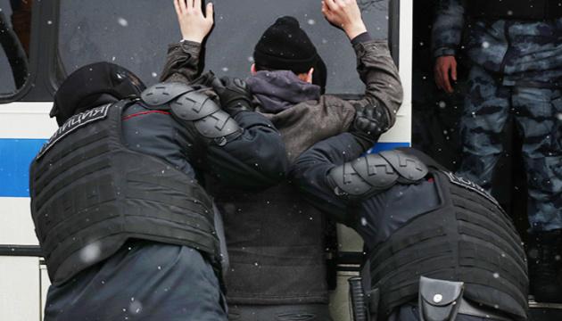Госдеп осуждает жестокость властей РФ для подавления протестов