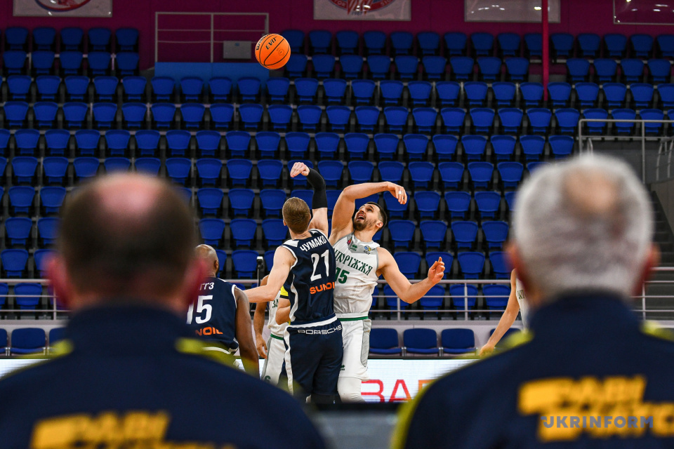 Game moment of a match of the Ukrainian Basketball SuperLeague / Photo: Dmytro Smolyenko, Ukrinform