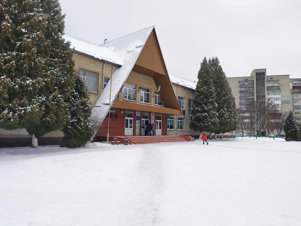 Новояворівська школа №1, де вчився Андрій Кузьменко