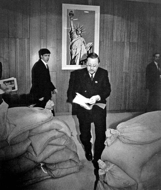 В. Ландсбергіс у будівлі парламенту Литви. Січень 1991 р.