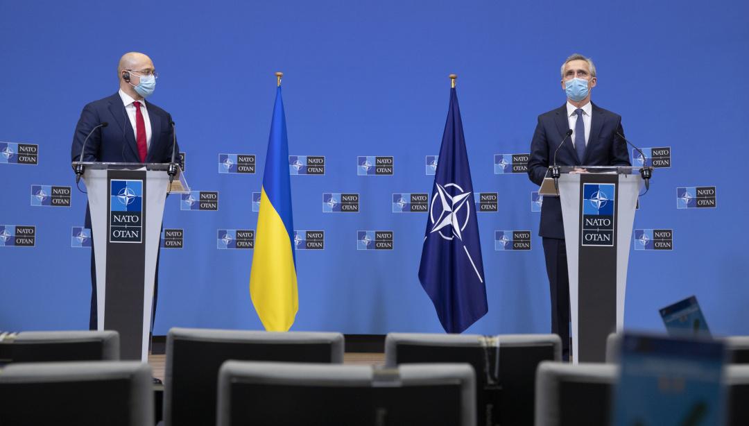 Денис Шмигаль та Єнс Столтенберг / Фото: NATO