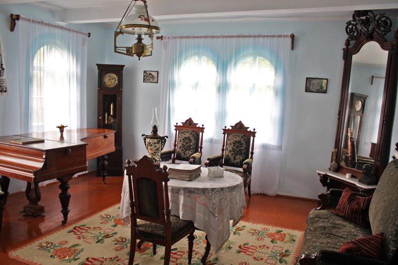 блакитна вітальня у Білом будинку, яку могла собі таке дозволити лише родина заможних українців