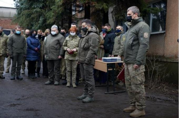 Президент Зеленський, перебуваючи на передовій, висловив співчуття рідним і близьким загиблого