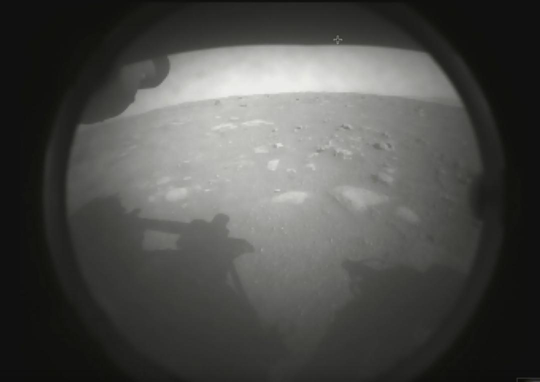 Марсохід Perseverance надіслав перші фото з Червоної планети