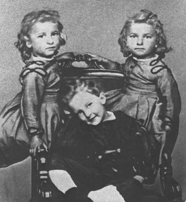 діти Івана та Ганни Вернадських - Іван і молодші на рік сестри-близнюки - Ольга та Катерина_ 1868 р. А