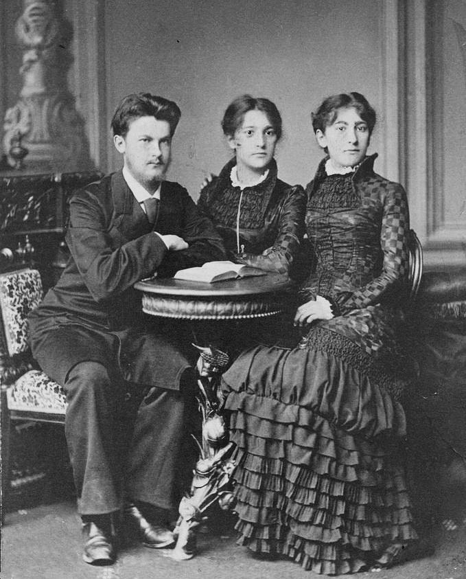Володимир Вернадський із семтрами-близнюками Олькою та Катериною, Санкт-Петербург, 1881 р. 1