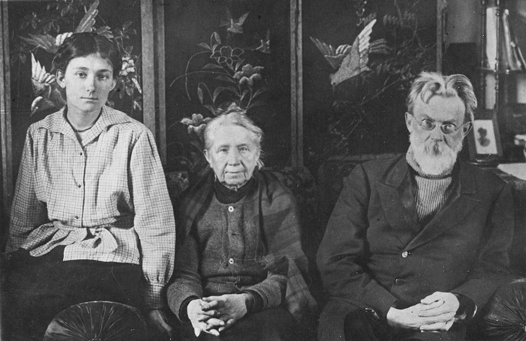В.І.Вернадський із дружиною Н.Є.Вернадський і дочкою в Петрограді, 1921 р.