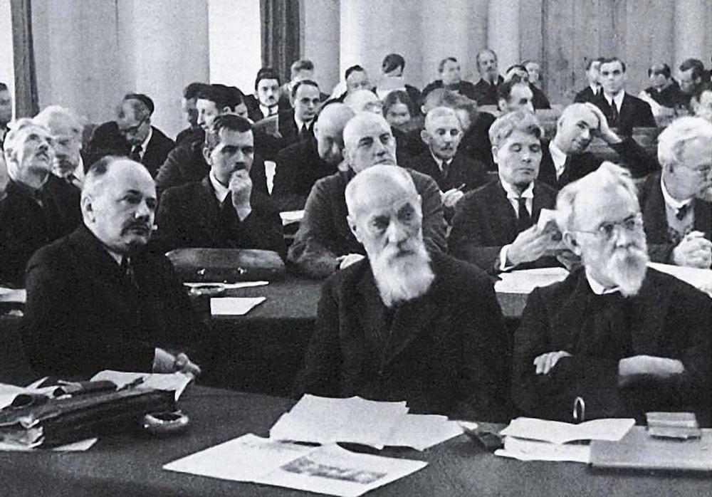 В. І. Вернадський на зібранні Академії наук, Ленінград, кінець 1920-х рр. 1